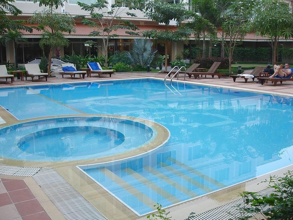 универсальный композитный бассейн