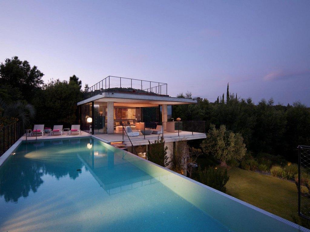 бассейн на крыше дома