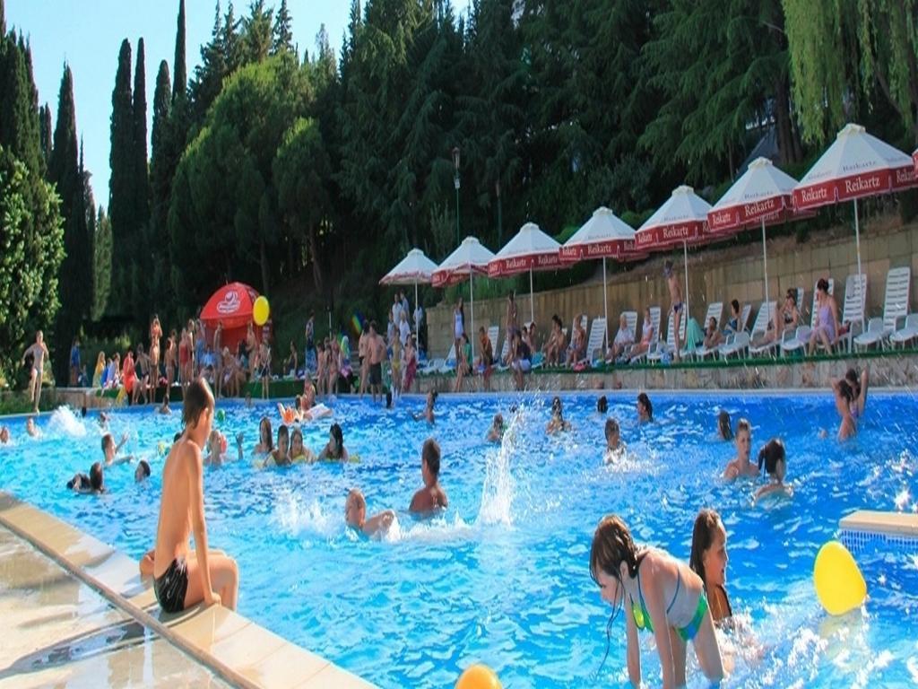 пластиковый бассейн для детей