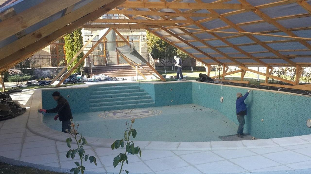 Что лучше: бетонный бассейн или пластиковый